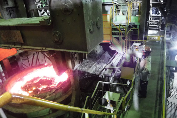 愛知製鋼知多工場の製鋼