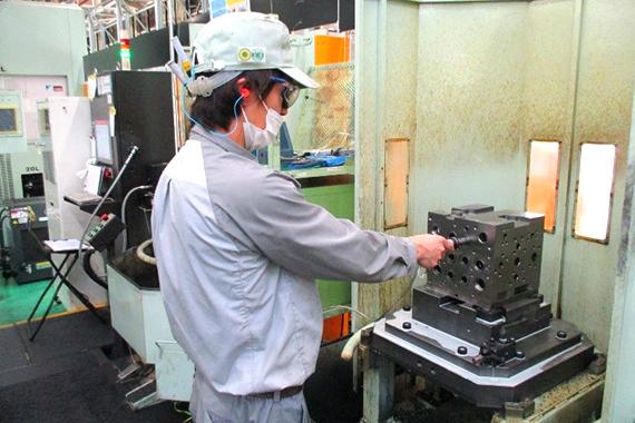 日立建機の機械加工